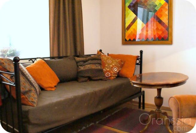värikäs koti, olohuone, sohva